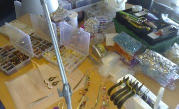Processo criativo de bijuteria