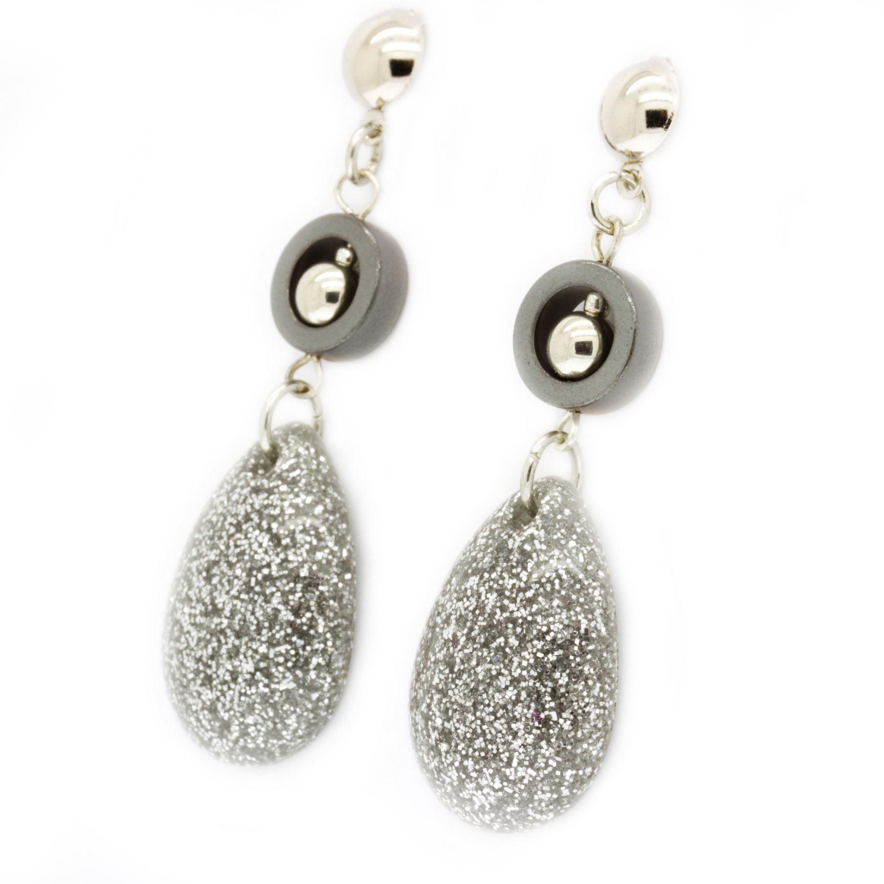 Drop earrings in resin