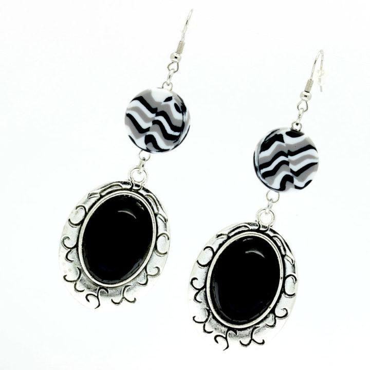Brincos preto e branco
