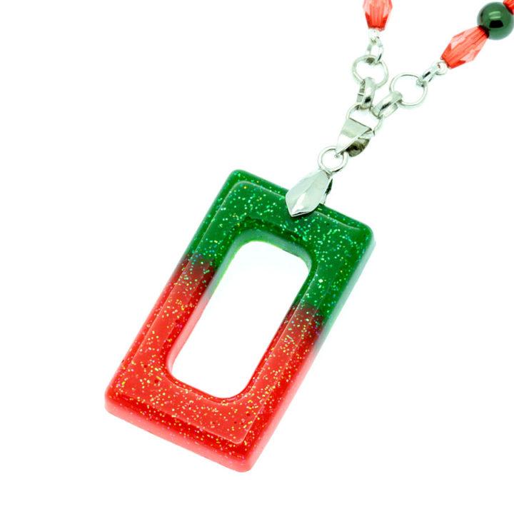 Colar com rectângulo vermelho e verde