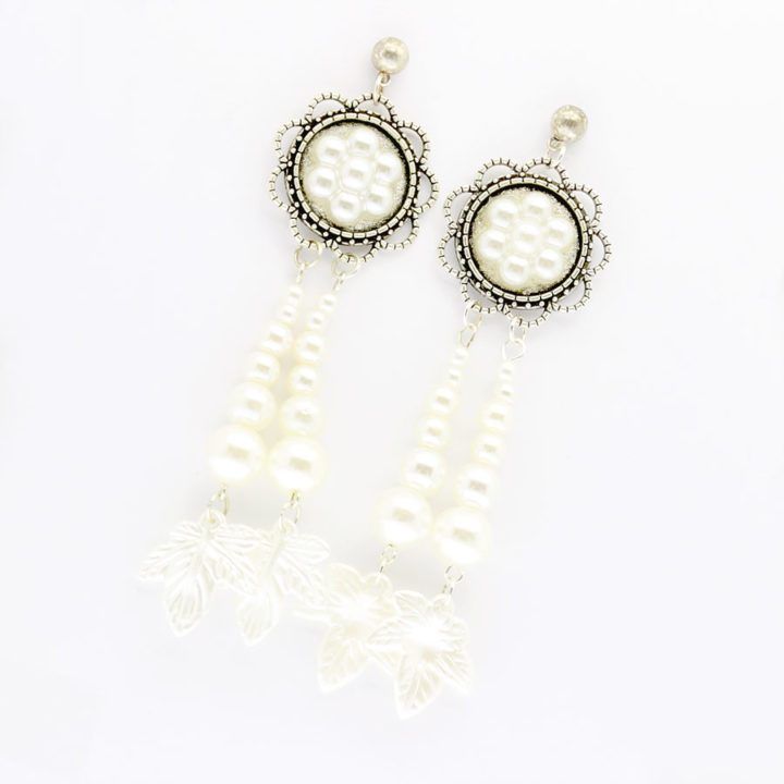 Pearl earrings with flower