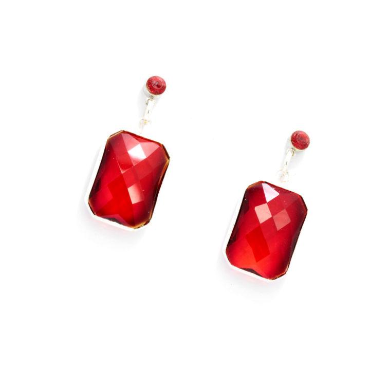 Brincos rectângulos vermelhos