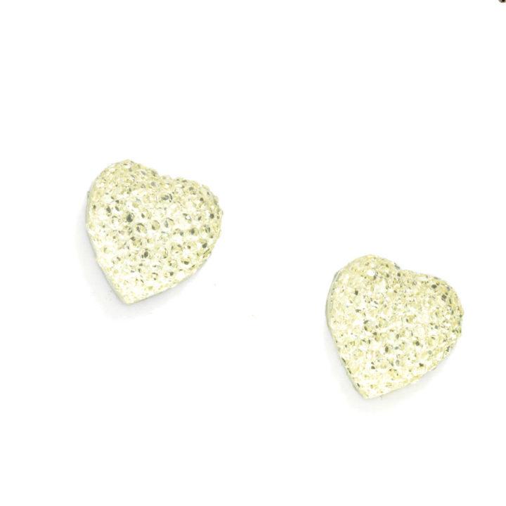 Brincos brilhantes em forma de coração