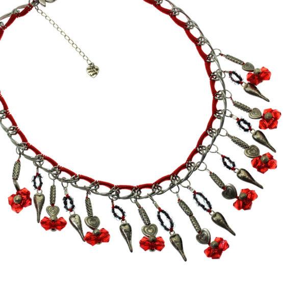 Colar de flores vermelhas